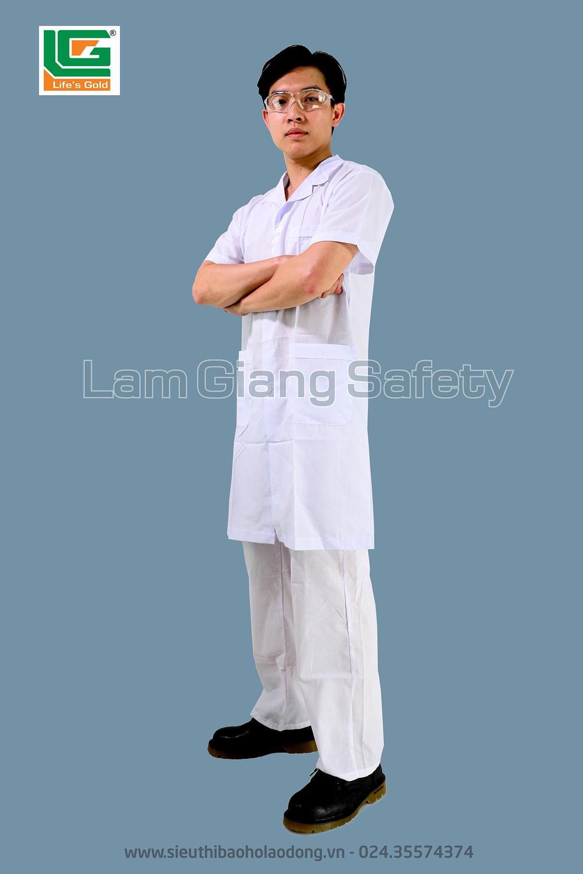 Áo blouse trắng (không quần)