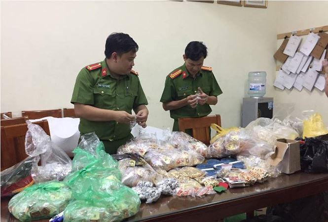 Hà Nội: Thu giữ hơn 7.000 sản phẩm quân trang 'nhái'
