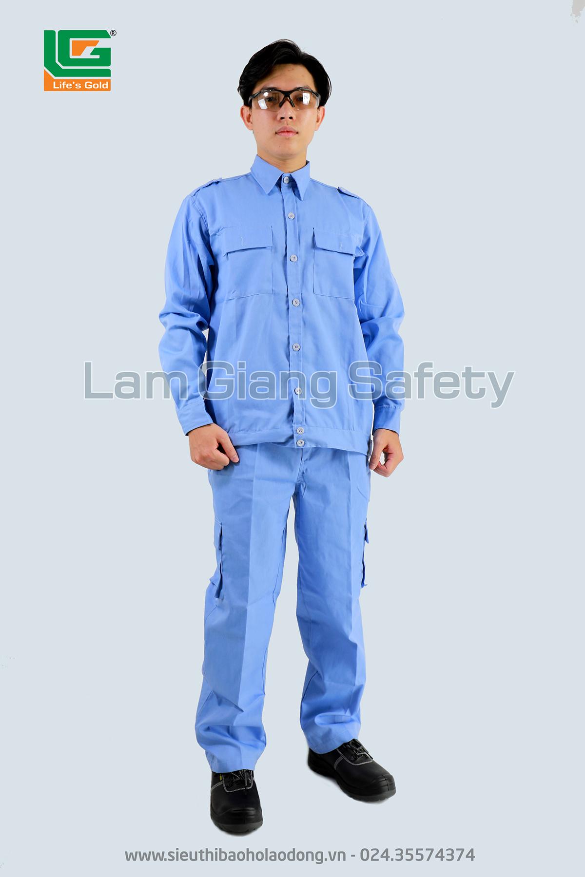 Quần áo vải kaki xanh hòa bình