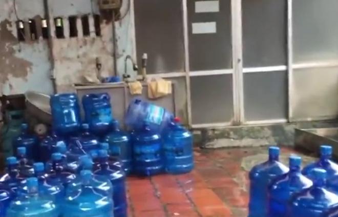 Những cơ sở sản xuất nước đóng chai bẩn ở Thanh Trì bị xử phạt như thế nào?